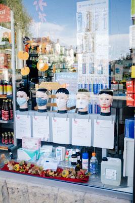 Apotheken Schaufenster in Neuenheim