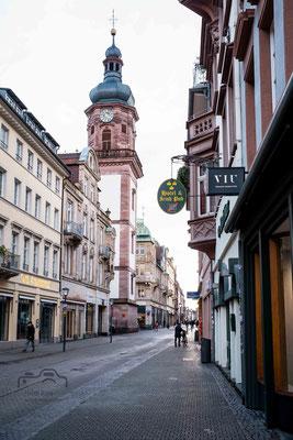 leere Hauptstraße