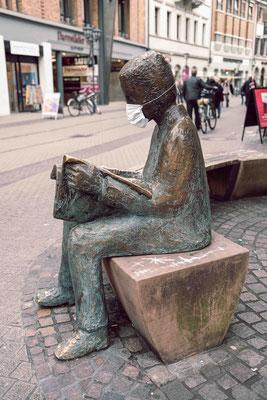 Der Vorleser mit Maske