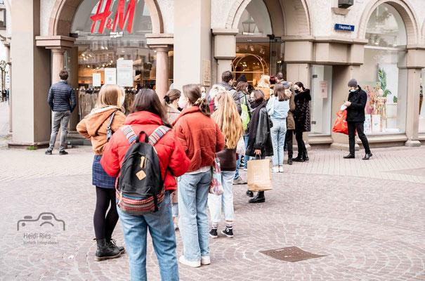 Anstehen bei H&M