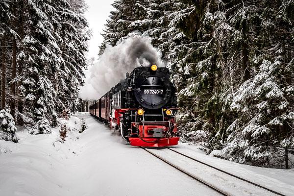 Die Harzer Schmalspurbahn an der Einfahrt des Bahnhof Schierke