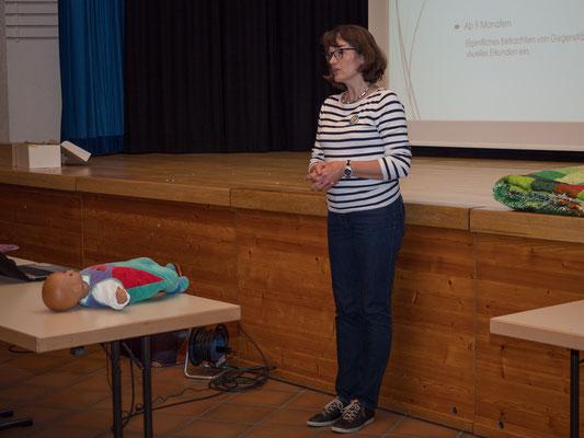 Monika Walther bei ihrem Vortrag