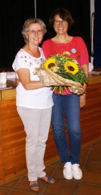Einen Blumenstrauss für die TQ-Präsidentin Marianne Suter.