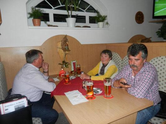 Beim Abendessen im Hotel 1. Abend