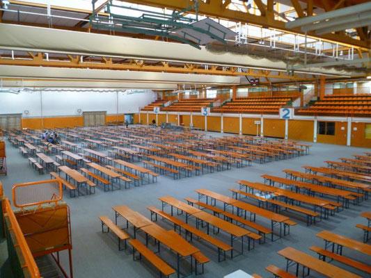 Die Halle ist fast leer.