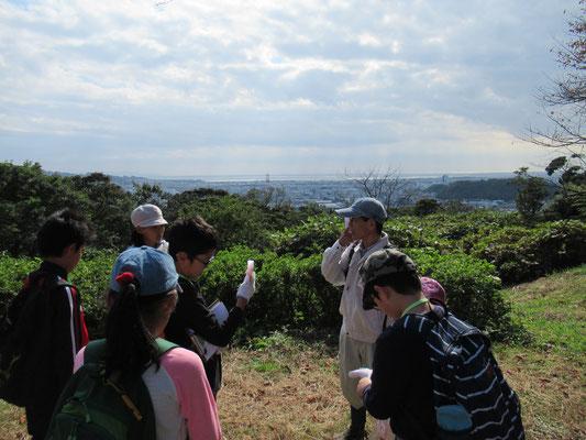 頂上:古墳の森公園。県内で2番目に古い年代の古墳がある。