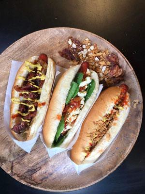 Hot Dogs immer ein Highlight mit soften Buns und leckeren Toppings
