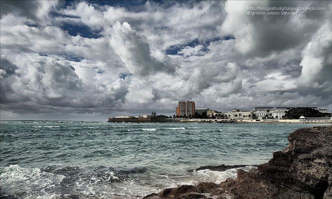 La tormenta en la costa