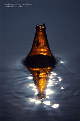Contraluz a una botella