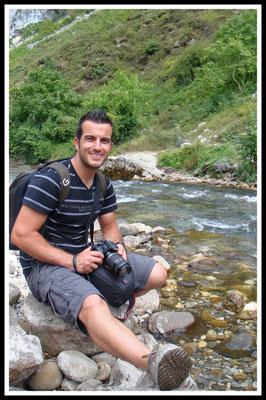 Aquí estoy en el Rio Cares en Asturias, fotografía realizada por Rocío