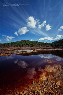 Río Tinto con nubes diferentes