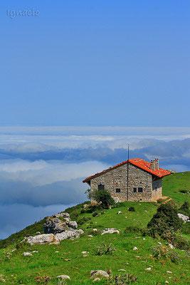 Casas por las nubes, Asturias en los Lagos de Covadonga.