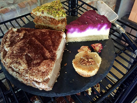 raw vegan cheesecakes