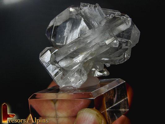 Un quartz biterminé à âme avec différentes cristallisations (Savoie)
