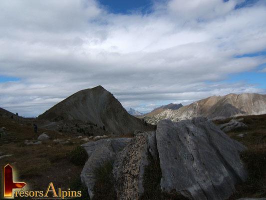 """Sur le chemin du lac St Anne, encore les fameuses """"roches moutonées"""" (Massif du Queyras, Hautes-Alpes)"""