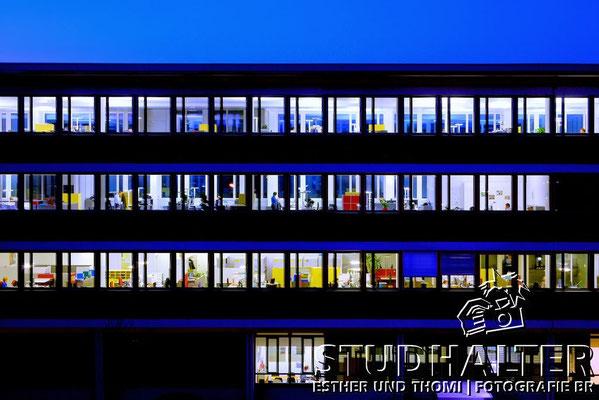 Fotos für Broschüren/Werbung/Web energo.ch by StockerDirect: HDR-Nachtaufnamen Bürogebäude Schindler Schweiz in Ebikon. 2011