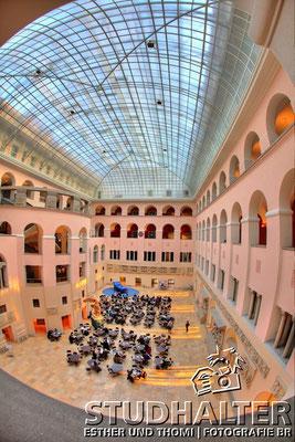 Fotos für Broschüren/Werbung/Web energo.ch by StockerDirect: Mensa der Universität Zürich. Hauptgebäude an der Rämistrasse Zürich. 2011