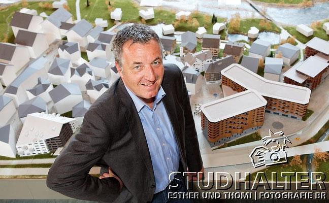 Roland Fellermeier, Head Destination Operation, auf der Baustelle Hotel Chedi und im Sales and Info Center beim Bahnhof Andermatt (Hotel Chedi). Portrait für ASA-News 1-2011.
