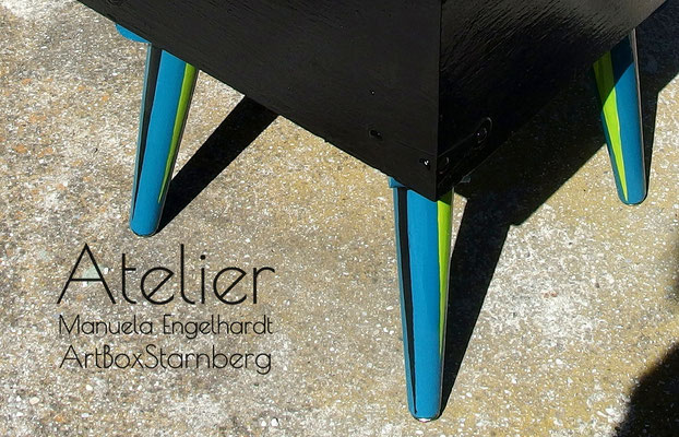 "Atelier Manuela Engelhardt - ArtBoxStarnberg - Handbemalter Beistelltisch ""Windy Day"""