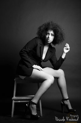 Shooting noir et blanc portrait de femme nice
