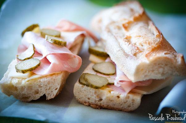 Photo sandwich emmenthal mortadelle cornichon