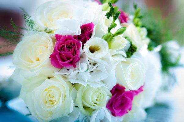 Photo mariage Antibes Juan les pins phare de la garoupe bouquet de fleur de la mariée