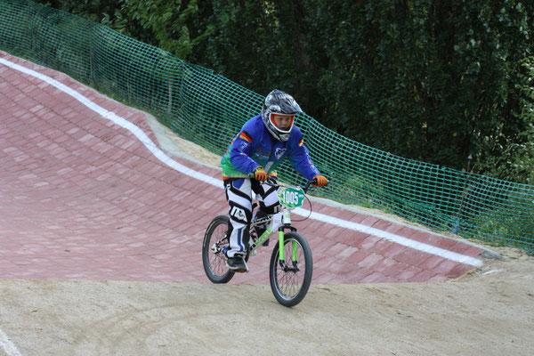 Ferres Giesegh erreichte in seinem ersten BMX-Rennen direkt ins Halbfinale