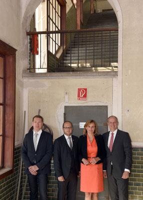 v.l. Mark Prielipp (Geschäftsführer LAG Mittlerer Schwarzwald), Thomas Herzog (Oberbürgermeister Stadt Schramberg), Katrin Schütz (Staatssekretärin), Matthias Stotz (Geschäftsführer Junghans)