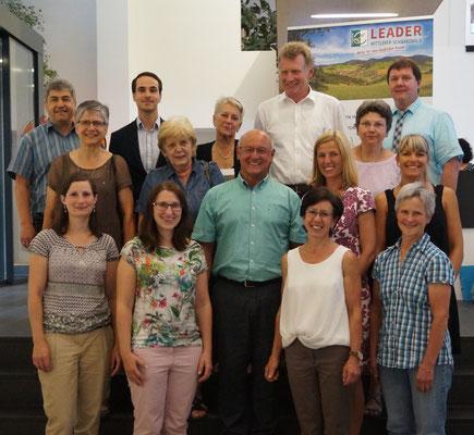 Hans Peter Heizmann (Mitte), Erster Vorsitzender und der neugewählte Vorstand
