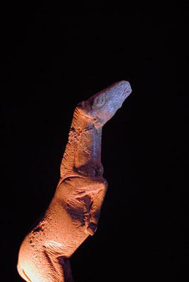 """""""Le grand saut"""", baguette de bois de renne sculptée, Grotte de Bruniquel, Musée d'archéologie nationale de Saint-Germain-en-Laye"""