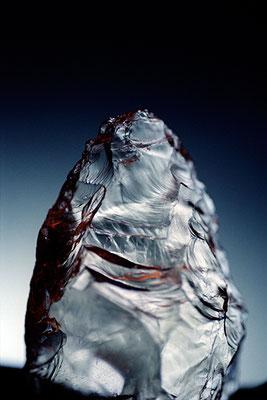 """""""Icy mountain"""", racloir en cristal de roche, période moustérienne, Abri des Merveilles,  Musée d'archéologie nationale de Saint-Germain-en-Laye"""