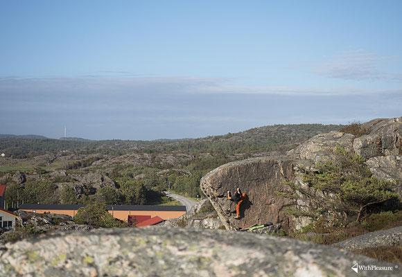 Schöner Boulderblock auf der Insel Tjörn - Schweden