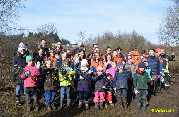 Gruppenbild mit Jugendfeuerwehr, Kindern und Begleitpersonen aus Zaberfeld