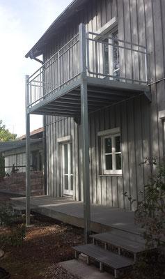 Balkon aus verzinktem Baustahl