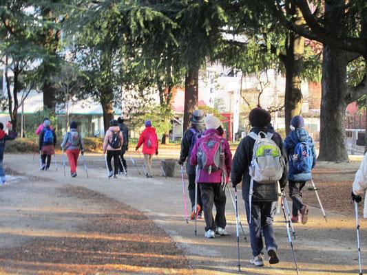 錦町公園横のNHKビルも完成間近でしょうか  散策しながら神社へ向かいます