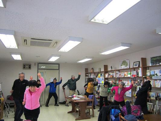東北福祉大:鈴木玲子先生が作られた「三角山体操」で体にスイッチ!!