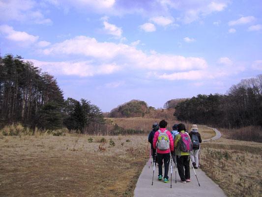 いい道ね~ ゴルフ場のカート道だったのでしょう 歩きやすいです