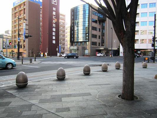 花京院緑地前の歩道 可愛らしい「どんぐり」