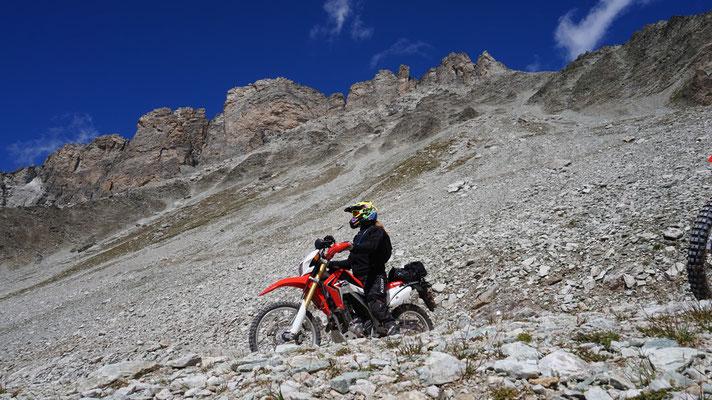 Uta fährt vom Col de Sommeiller