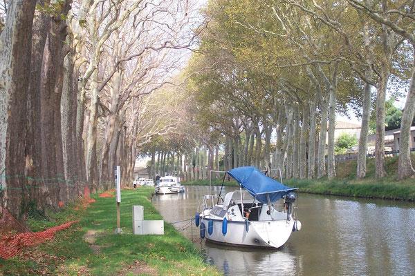 Trébes: Blick auf den Canal du Midi