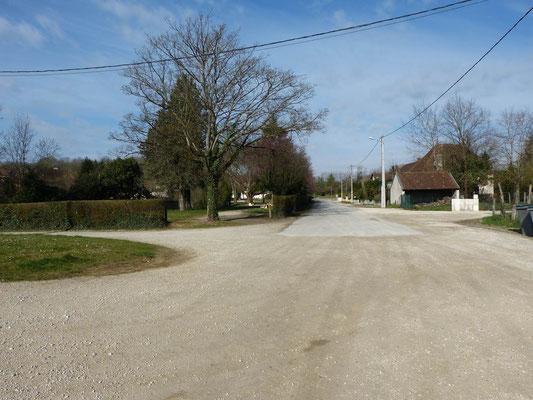 Straße in den Ort