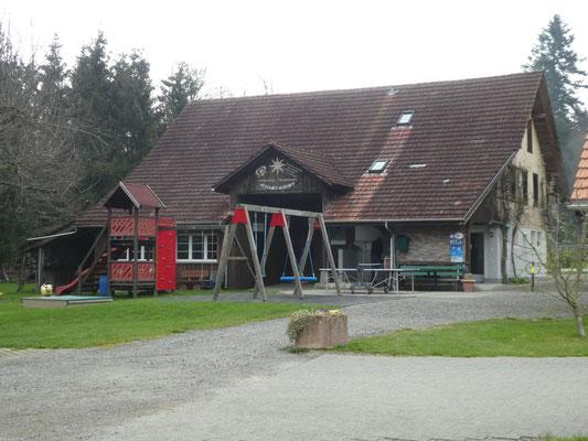 Spielplatz & Sanitär