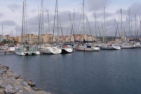 Ein Hafenbecken in Gruissan