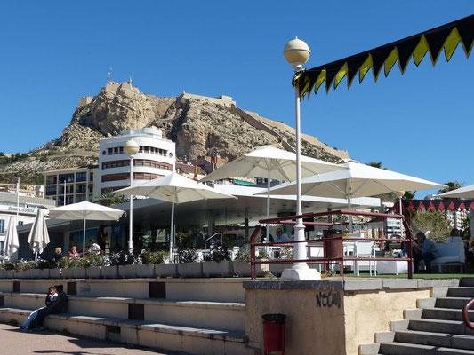 Blick vom Hafen auf das Castillo