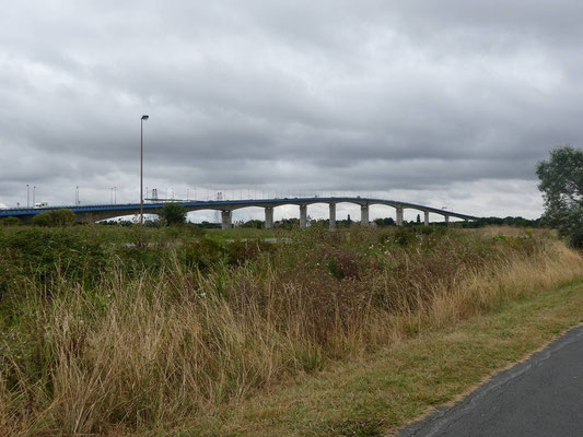 Die moderne Brücke über die Charente