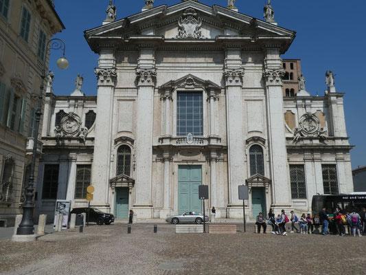 Dom Eingang