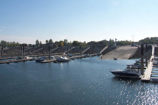 einer der Häfen am Lac