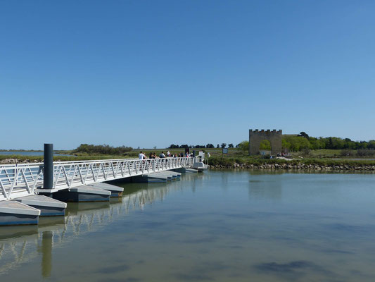 Pontonbrücke über den Canal de la Robine
