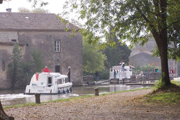 Trébes: Betrieb auf dem Canal du Midi