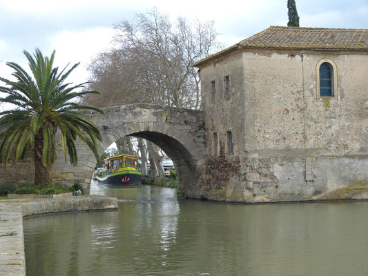 Brücke über den Canal